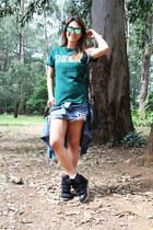 Zara shorts - Forever 21 purse - Zara bracelet - Arezzo sneakers