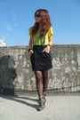Gold-t-shirt-black-skirt
