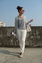white Uniqlo pants