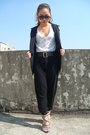 Black-blazer-white-t-shirt-black-belt-black-pants-black-shoes