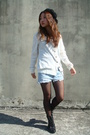 Black-hat-white-sweater-blue-shorts-black-stockings-black-boots