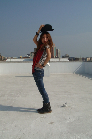 black hat - blue jeans - black boots - red scarf