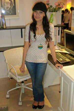 beige Zara shirt - blue Zara jeans - blue Vincci necklace - Vincci shoes - purpl