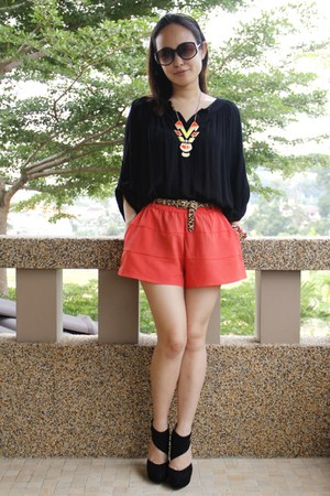 H&M shorts - thepoplook top - Autumn Ripple necklace - Topshop heels