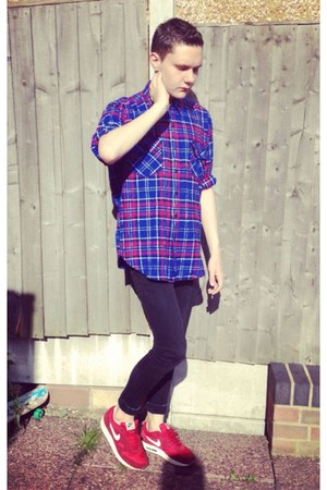 black skinny River Island jeans - blue flannel vintage shirt - red nike sneakers
