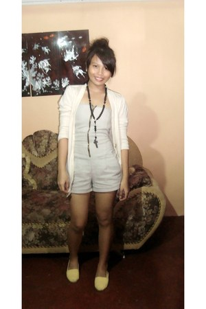 light yellow shoes - heather gray random brand romper - black necklace - beige t
