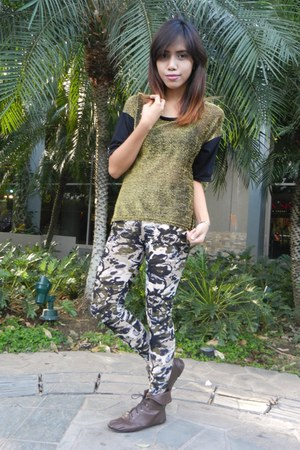 gold shirt - dark brown Chilli Margarita boots - army green leggings