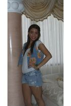 blue hollister shorts - white Forever 21 t-shirt - blue vintage vest
