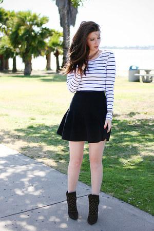white H&M shirt - black Zara boots - black MIKKAT MARKET skirt