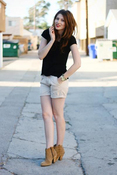 beige kasil shorts - camel asos boots - black H&M shirt