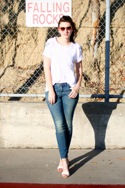 tan Zara heels - blue madewell jeans - camel madewell sunglasses