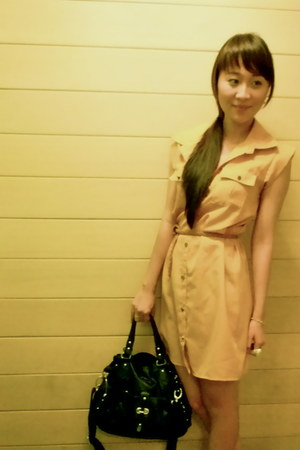 mustard From Bazaar dress - black Charles & Keith bag