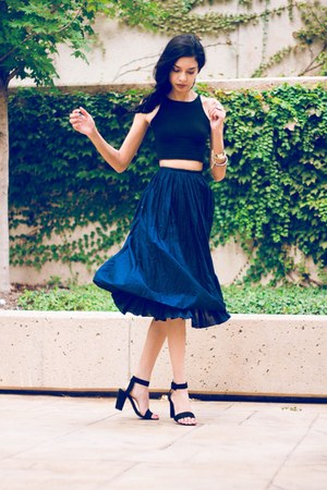 navy midi vintage skirt - black crop top American Apparel top