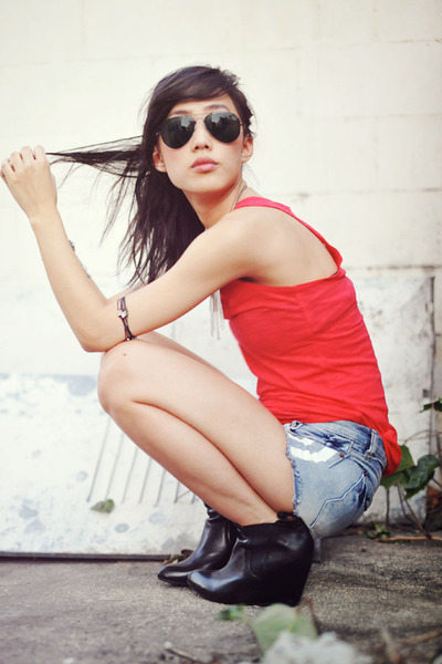 leather Jeffrey Campbell boots - blue Chicwish shorts - red tank H&M top - steel