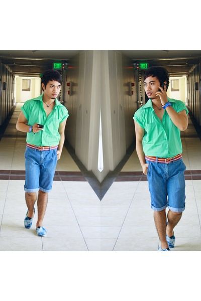 blue shorts - red belt - green top