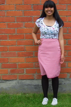 pull&bear t-shirt - new look skirt