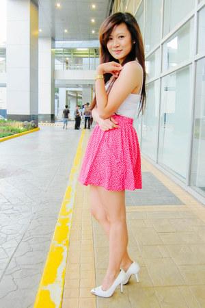 hot pink polka dot Zara skirt - white basic tank cotton on top