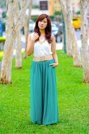 white not-so-basic 1017 top - turquoise blue palazzo Eightone pants