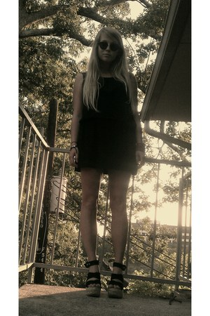 black simple dress - espadrilles herve leger sandals