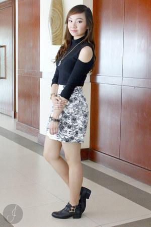 white Ever New skirt - black Forever 21 top