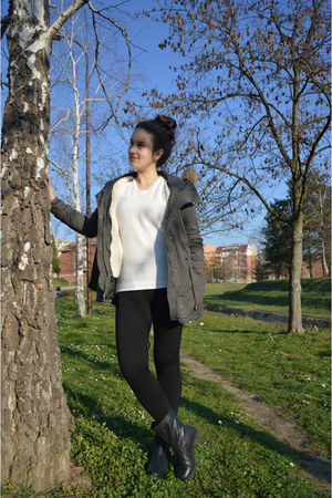 black Stradivarius boots - forest green Bershka jacket - black Bershka leggings