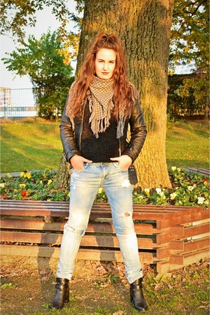 black Stradivarius boots - light blue Zara jeans - black H&M sweater