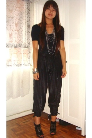 American Apparel t-shirt - pants - zu shoes - necklace