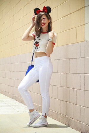 ivory crop top top - white high tops Converse shoes - white mid rise H&M pants