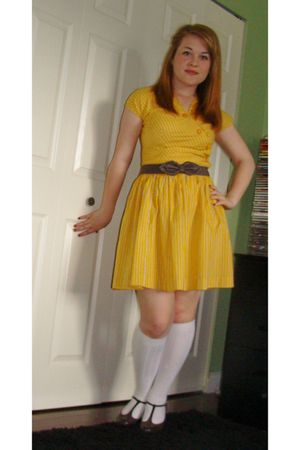 yellow vintage dress - brown H&M belt - brown payless shoes