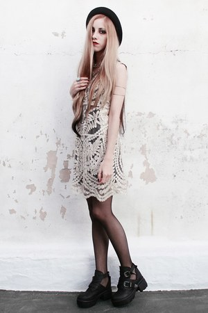 cut out 47 street boots - lace She Inside dress