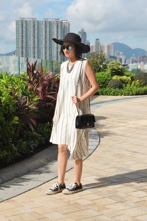 white DREX FABLE dress - black Newdress hat