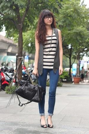 vest - jeans