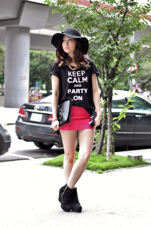 black H&M top - hot pink Taipei skirt