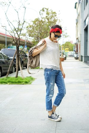 blue Zara pants - white abercrombie and fitch top - red Zara hair accessory