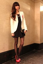 white Zara blazer - black dress - red pumps
