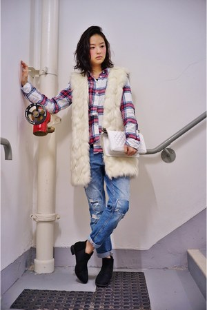white Chanel bag - blue Zara jeans - red H&M shirt - white Urban Renewal vest