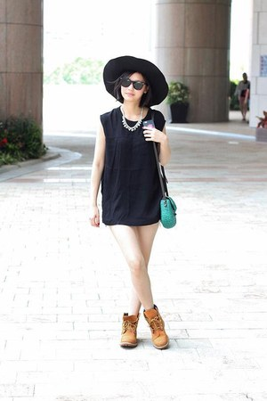 black Newdress hat