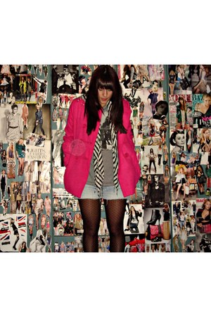 hot pink BLANCO coat - heather gray Bershka t-shirt - periwinkle Bershka shorts