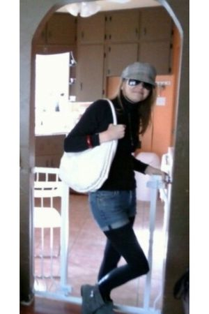 black JCrew top - blue Gap jeans - Ray Ban sunglasses - black H&M tights - gray