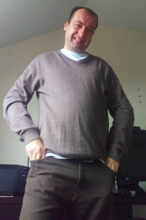 Jeff Banks sweater - brown long Marks & Spencer jeans - Not known t-shirt