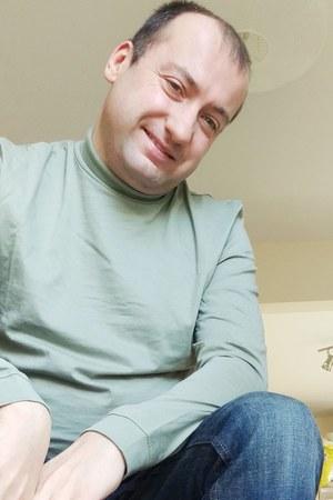green roll-neck Topman t-shirt - dark indigo Maine jeans