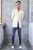 white Forever 21 shoes - gray Forever 21 leggings - white H&M scarf