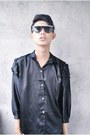 Black-forever-21-leggings-silver-wade-shoes-black-vinatge-shirt