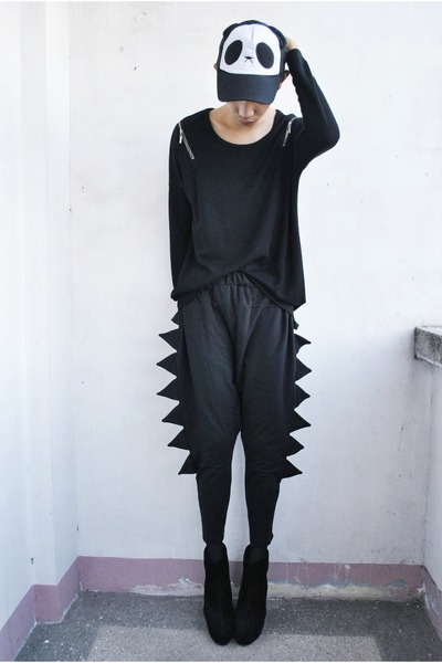 black Soule Phenomenon boots - black feifei sweater - black thrifted pants