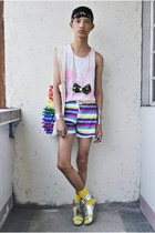 bubble gum its all about hue necklace - white worms by clint bag