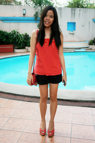 red Plains and Prints top - black shorts - red purse - red shoes