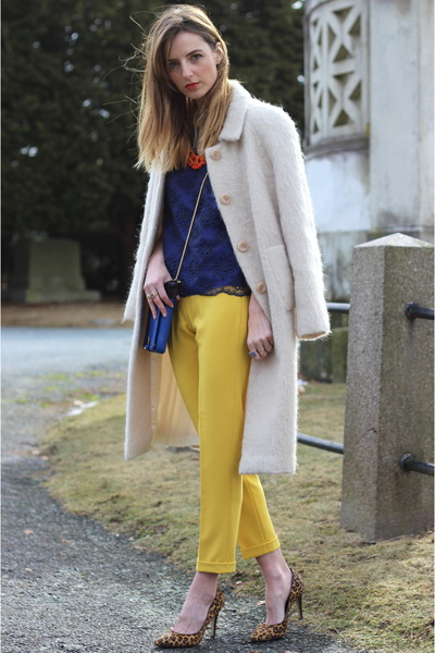 yellow trousers French Connection pants - blue crossbody Pour La Victoire bag