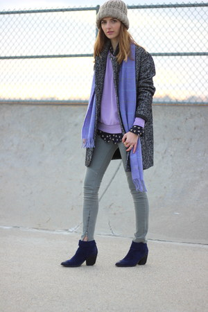 light purple crew neck Old Navy sweatshirt - navy ankle boots Aldo boots