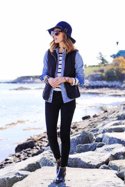 navy wide brim Sole Society hat - black skinny jeans J Brand jeans