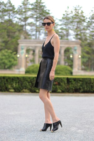 black leather French Connection skirt - black mules French Connection heels